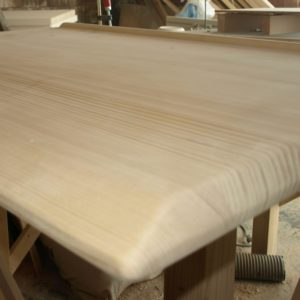 detail of the sanded corners of the tabletop