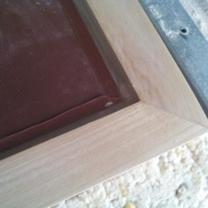 I stuck the mirror on the ash frame with transparent sanitary silicone