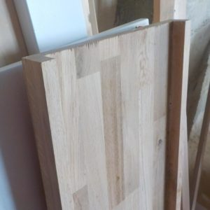 I glued 18 mm thickness oak wood planks on the two long edges of the oak wood panel