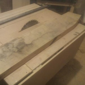 we edged some oak wood planks to be able to make the 4 cm thickness table top