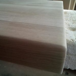 the perfect finishing of the edges of the oak wood tabletop, before varnishing