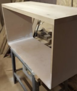 I matched for the first time the 4 cm thickness oak wood countertop on the 18 mm thickness MDF bathroom vanity cabinet