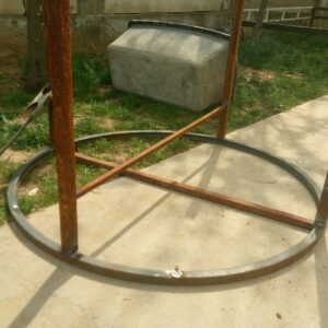we increased the stability of the garden table by welding a piece of square tubing between two legs