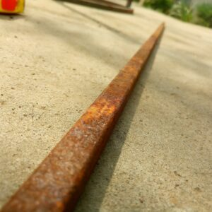 the square tubing used to make metal legs for the garden table