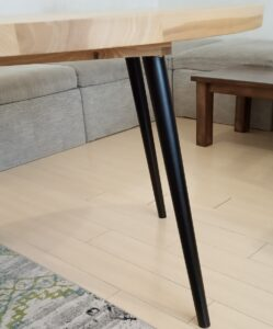 this is the way the conical legs of the kitchen table looks