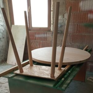 the wooden round tabletop and the four conical legs are ready to be varnished and paint