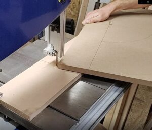we started to cut a quarter circle using the bandsaw circle cutting jig
