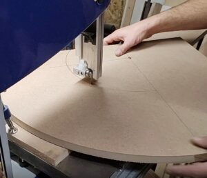 we cut two quarter circles with the same center using the bandsaw circle cutting jig