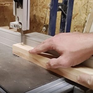 the distance between the the bandsaw blade and the bandsaw guide is equal to the third part of the laminated ash plank