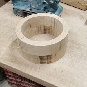 I arranged all the oak wood pieces in order to build the cylindrical frame