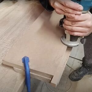 we used a simple routing jig in order to route quickly the pulls of the white floating nightstands