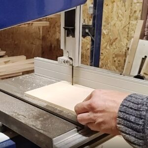 I cut 2 cm wide plywood to use them for joining the MDF boards on edges