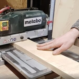 I planed the other face of the ash wood board using the Metabo DH330 thicknesser