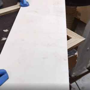 I used a plywood strip to be able to route the corners of the wooden frame to reinforced them with a thin oak wood strip
