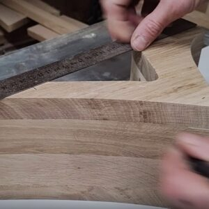 I market 3 points to be able to secure the square frames on the back of the wooden bookshelves