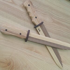 it's time to play with the beautiful wooden knives